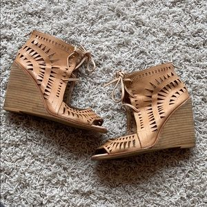 Jeffrey Campbell Rodillo Wedge size 9
